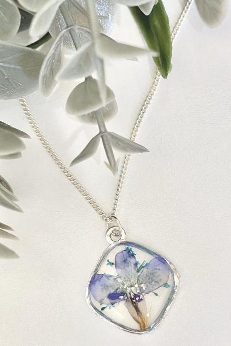 Real pressed dried flowers/ Diamond shape resin dainty necklace
