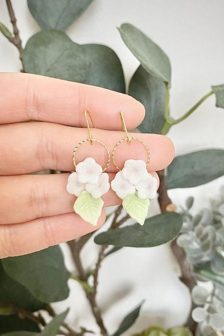 White flowers drop earrings / Polymer clay / 18k gold plated